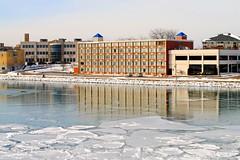 Wyndham Garden Hotel - Kenosha, Wisconsin (Cragin Spring) Tags: wisconsin wi midwest unitedstates usa unitedstatesofamerica building kenosha kenoshawi kenoshawisconsin wyndhamgarden hotel water harbor ice