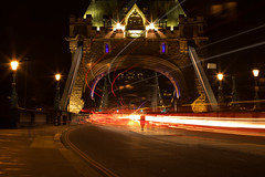 Tower Bridge (gissell escalante) Tags: towerbridge london night longexposure lights londres noche largaexposicion puentedelatorre luces