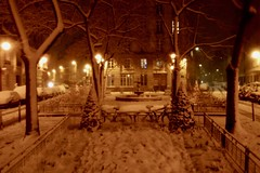 Place de l'Estrapade (Stéphane Emery) Tags: paris parisbynight snowfall chutedeneige neige france iledefrance street streetphotography streetphoto streetscene night îledefrance