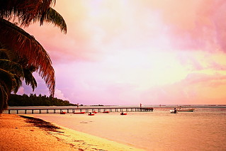Sunsrise sur la plage à Moorea