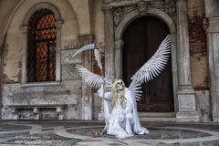 Fallen (Dwood Photography) Tags: fallen venice italy veniceitaly 2018 angel skeleton dwoodphotography dwoodphotographycom white tan orange brick bricks doorway portrait reveler costume scythe feathers
