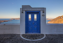 Door to heaven (Vagelis Pikoulas) Tags: door heaven santorini thira fira kyklades cyclades greece island winter january 2018 canon 6d tokina 1628mm village view sea seascape blue paradise hotel travel
