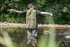 Director virtuoso. (JuanCarlossony) Tags: pesca río mosca pescador pescaconmosca trucha naturaleza sony 50mm slta58