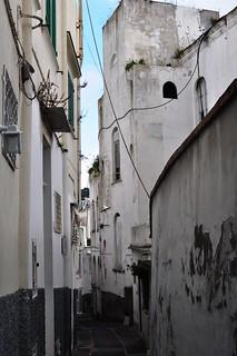 Dans les rues du village, Capri, Campanie, Italie.