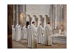 Andacht (dolorix) Tags: dolorix köln cologne romanischekirche grossstmartin church romanesque andacht meditation fraternitésmonastiquesdejérusalem