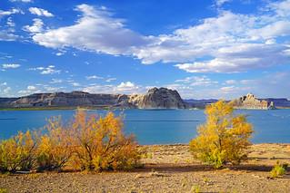 Scenic lakeside on the Utah/Arizona border