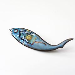 Enamel Fish. (Kultur*) Tags: vintage vintagebrooch vintagejewelry pin broach jewelry jewellery brooch enamelpin enamelbrooch enameljewelry midcentury enamelfish bluefish