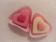 Simple pleasures (Hannelore_B) Tags: lebensmittel food herz heart kuchen cake marzipan simplepleasures flickrfriday macromademoiselle