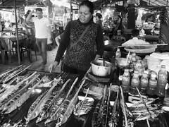 Marché aux crabes de Kèp, province de Kampot, Cambodge, janvier 2018. Crab market, Municipality of Kèp, Kampot province, Cambodia, January 2018. (vdareau) Tags: noiretblanc blackandwhite barbecue ocean océan mer sea kampot fisherman fishing pêcheur pêche poisson fruitsdemer fish seafood crabmarket marchéauxcrabes market marché cambodge asiedusudest asie kep kèp cambodia southeastasia asia