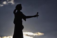 Ich wünsche Dir... (Zoom58.9) Tags: blume mädchen himmel geschenk wolken wünsche hoffnung kraft liebe güte flower girl sky gift clouds wishes hope force love quality deutschland germany welt world canon eos 50d harz
