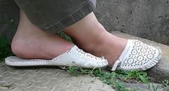 Gigi (4875) (Duke of Slippers) Tags: slippers sandals slides mules soft soles shoes souliers pantofole pantoufles flats pumps