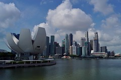 Marina Bay - ArtScience Museum 3 (luco*) Tags: singapour singapore marina bay sands artscience museum musée lotus fleur flower moshe safdie financial gratteciel immeubles buildings financier district
