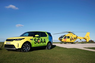 LAND ROVER 2017 L550 DISCOVERY with EUROCOPTER 2002 EC-135T-2 'G-SPHU' 001