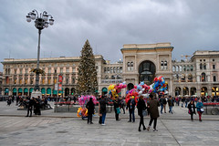 A Milano a inizio gennaio (STE) Tags: milano milan fuji fujifilm xt20 albero natale christmas tree galleria piazza