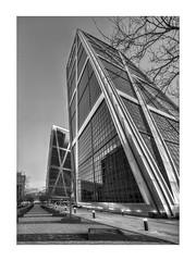 Empujando la torre (jetepe72) Tags: kio torres madrid plaza castilla byn panoramica urbana arquitectura pespectiva