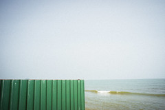 * (Sakulchai Sikitikul) Tags: street snap streetphotography songkhla sony beach sea seascape 28mm voigtlander thailand fence wave