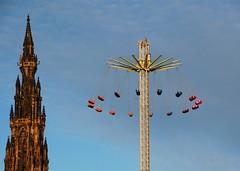 Edinburgh 2 (pjarc) Tags: europe europa scozia scotland gb edinburgh edimburgo 2017 città city giostra carousel foto photo colori colors digital nikon dx forme forms cielo sky