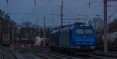 08_2018_02_16_02_Wanne_Eickel_Üwf_6185_523_ATLU_ES_64_U2_-_096_6182_596_DISPO (ruhrpott.sprinter) Tags: ruhrpott sprinter deutschland germany allmangne nrw ruhrgebiet gelsenkirchen lokomotive locomotives eisenbahn railroad rail zug train reisezug passenger güter cargo freight fret herne wanne eickel wanneeickel üwf bombadier traxx siemens dispolok dispo eloc es 64 u2 es64u2 193 6193 185 6185 sonnenuntergang sonne abendrot outdoor logo natur graffito graffiti