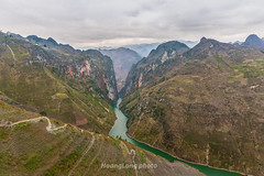 _J5K1894.0218.Pải Lủng.Mèo Vạc.Hà Giang (hoanglongphoto) Tags: asia asian vietnam northvietnam northeastvietnam landscape scenery vietnamlandscape vietnamscenery vietnamscene hagiang hagianglandscape nature natureinhagiang river nhoqueriver water mountain mountainouslandscape sky cloud flanksmountain valley sierra canyon hdr canon canoneos1dsmarkiii đôngbắc hàgiang mèovạc pảilủng thiênnhiên phongcảnh phongcảnhhàgiang sông sôngnhoquế núi sườnnúi dãynúi hẻmnúi thunglũng thiênnhiênhàgiang mãpílèng phongcảnhvùngnúi nước mặtnước bầutrời mây canonef2470mmf28liiusm