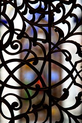 Art net art flou (Gerard Hermand) Tags: 1709180002 gerardhermand italie italy milan canon eos5dmarkii formatportrait église church vitrail stained glass window grille fence fer forgé wrought iron