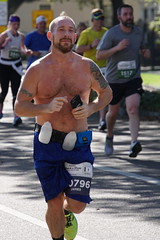 55 Rock 'n' Roll Marathon (Omunene) Tags: humanarocknrollmarathonneworleans2018 brooks race marathon 42195k 26219m esplanadeavenue faubourgstjohn neworleans runners shirtless pecs nipples navel bellybutton chest