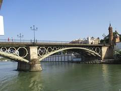 Pont Isabelle II - Séville (Espagne) (Sur mon chemin, j'ai rencontré...) Tags: andalousie espagne séville ponts pontisabelleii pontdetriana guadalquivir biendintérêtculturel chapelleducarmel elarenal