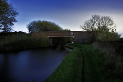 Wyrley & Essington Canal, Lower Farm, Bloxwich 28/10/2017 (Gary S. Crutchley) Tags: little bloxwich teeces bridge stoney lane uk great britain england united kingdom urban town townscape walsall walsallflickr walsallweb black country blackcountry staffordshire staffs west midlands westmidlands nikon d800 history heritage local night shot nightshot nightphoto nightphotograph image nightimage nightscape time after dark long exposure evening travel street slow shutter raw canal navigation cut inland waterway bcn narrowboat lock junction wyrley and essington canalscape scape