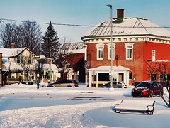Acton Vale (Lise1011) Tags: voiture car banc bench neige nature ngc snow winter hiver town ville olympus beautiful