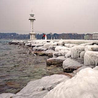 Genève - jetée des Pâquis sous la glace