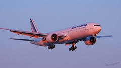 IMG_0024-1 (Olivier Pirnay) Tags: yul cyul montreal airfrance sunset boeing b777 fgsqc