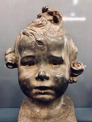 Musée d'Orsay à Paris (y.caradec) Tags: musée museum orsay muséedorsay paris iledefrance france europe art iphonex portrait enfant 1899 pierreroche plomb