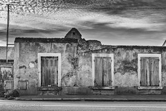 Rue de Blois, Amboise (Ivan van Nek) Tags: ruedeblois amboise france indreetloire 37 frankreich centrevaldeloire frankrijk d952 urbandecay peelingpaint nikon nikond7200 d7200 blackandwhite nb bw monochrome schwarzweis noiretblanc