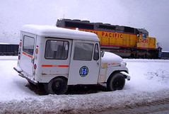 BNSF U-Man Jeep in North KC (Jeff Carlson_82) Tags: up uprr jeep unionpacific emd sd402 nkc northkansascity 3450 usps usmail postal mail truck uman utilityman mow snow winter bnsf burlingtonnorthernsantafe murrayyard kansascity mo missouri transfer