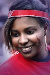Bangle Earings (Jean Ka) Tags: hoop boucledoreille ohring smile lächelnsourire karibik caraibes caribbean woman femme frau maquillage schminke makeup paris france frankreich portrait