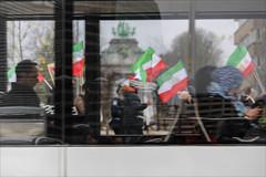 Un jour ordinaire à Bruxelles (chando*) Tags: brussels bruxelles bus demonstration drapeaux europeandistrict flags gens iran manifestation people protest quartiereuropéen streetphotography