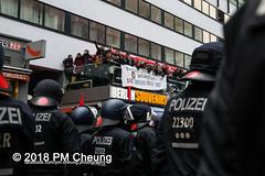 Proteste: Frauenmarsch zum Bundeskanzleramt  | Nicht in unserem Namen – Kein Feminismus ohne Antirassismus! – Berlin – 17.02.2018 - IMG_9583 (PM Cheung) Tags: frauenmarschzumbundeskanzleramt berlin 17022018 antifa blockaden demonstration feminismus polizei demo bundeskanzleramt leylabilge alternativefürdeutschlandafd lutzbachmann identitärebewegungib aufmarsch frauenmarsch marschderfrauen antifaschisten gegendemonstration bündnisgegenrechts unserealternativeheistsolidarität mehringplatz checkpointcharlie b1702 afd neonazis rassismus flüchtlinge protest 2018 rechtegewalt pomengcheung pmcheung toleranz diskriminierung protestveranstaltung hooligans mengcheungpo facebookcompmcheungphotography merkelmussweg rechtsruck rechtspopulismus sexismus kandelistüberall willybrandthaus