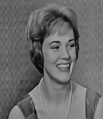 Julie Andrews, What's My Line?, 1960 (classic_film) Tags: julieandrews tv television whatsmyline gameshow 1960 sixties 1960s retro vintage entertainment british singer actrice actress actriz schauspielerin beautiful beauty woman england britain mujerbonita mujer hair hairstyle elegant style prettygirl pretty girl frau hübschesmädchen hübschefrau aktrice old nostalgic nostalgia classic clásico añejo ephemeral celebrity glamour formalwear formal fashion dress cinema cine film movie movies films época niñabonita schön hollywood blackandwhite american america usa unitedstates pearls necklace jewelry clothing ropa clothes wardrobe