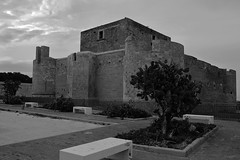Castello Brucoli III (Franco Gavioli) Tags: 2018 fragavio francesco gavioli tamrona16af1750mm28xrdiiild canoneos600d augusta sicilia sicily castellobrucoli brucoli sabastida reginagiovanna castelloaragonese bw bn
