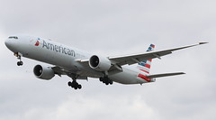 American Airlines Boeing 777-300 (AMSfreak17) Tags: amsfreak17 danny de soet canon 70d lhr egll london heathrow airport luchthaven vliegtuigen vliegtuig aircraft airplane jet jetphotos planespotting luchtvaart vertrek aankomst departure arrival spotter planes world of airplanes united kingdom great britain europe landing approach runway 27r 09l american airlines boeing 777300 777 n721an