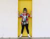 IMG_1297 (luizopng) Tags: amarelo azul athos bulcão woman hair style street ladder