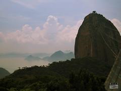 Pão de Açúcar (Márcio Vinícius Pinheiro) Tags: urca riodejaneiro rj paisagem montanha mountain baíadeguanabara sugarloaf pãodeaçúcar niterói mata verde green