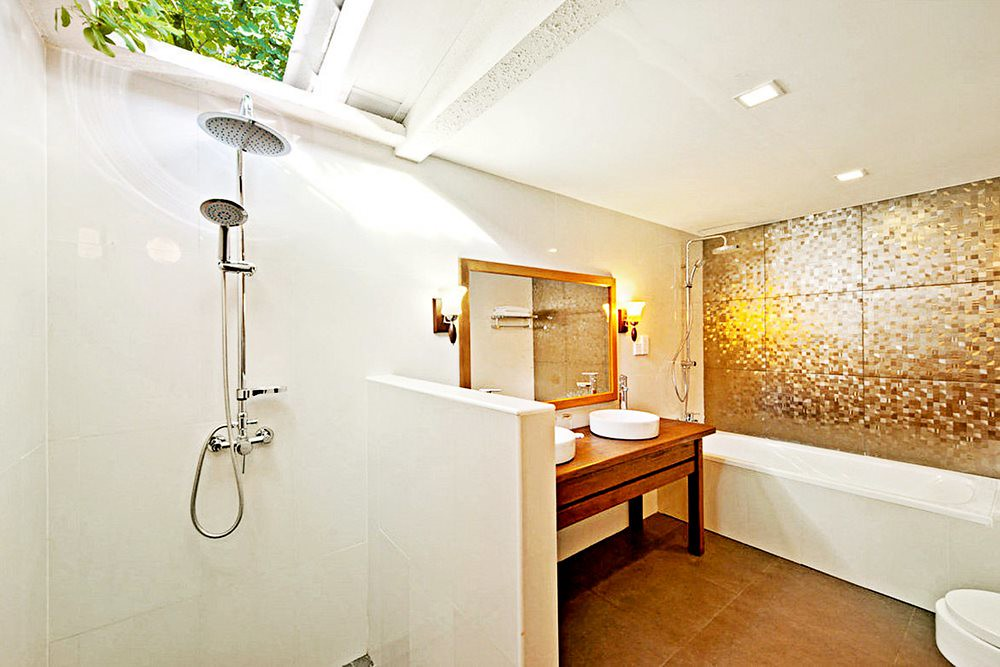 Deluxe Bungalow- Bathroom