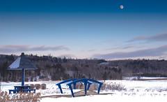 DORMANCE (BLEUnord) Tags: hiver winter charlevoix lamalbaie malbaie stlaurent stlawrence ponceau bridge passerelle halte rest repos aire lune moon rivière river