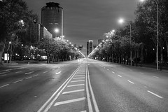 A sus pies: The Asleep Beast (Jesús Simeón) Tags: madrid morning blackandwhite blackwhite monochrome streetphotography urbanscape urbanlife architecture 18