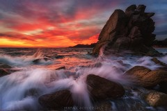 Rubrum habeas, rubrum valeas (Blai Figueras) Tags: costabrava sky panorama agua seascape sunset water horizon landscape atardecer atmosphere coast dramatism colours longexposure red lloretdemar le paraiso rocas seaside stones rojo beach colores paisaje flickr naturaleza playa eden sea splash nature costa cielo mar clouds rocks