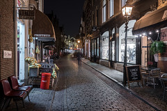 Light Bite (McQuaide Photography) Tags: haarlem noordholland northholland netherlands nederland holland dutch europe sony a7riii ilce7rm3 7rm3 alpha mirrorless 1635mm sonyzeiss zeiss variotessar fullframe mcquaidephotography lightroom adobe photoshop tripod manfrotto night nacht nightphotography stad city urban lowlight architecture outdoor outside illuminated street straat warmoesstraat window wideangle wideanglelens groothoek building longexposure oldstreet old oud character traditional authentic streetlight atmosphere sfeer winter nopeople cobblestone cobbles shopfront shop winkel restaurant friethuis snackbar devlaminck