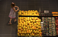 Ring-a-Rosie (bobarcpics) Tags: people freshfruit thekitchens robinashoppingcentre queensland mangoes
