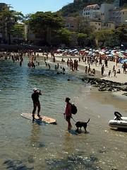 ser feliz (luyunes) Tags: riodejaneiro cidademaravilhosa urca praia mar standuppaddle motozplay luciayunes beach sea people gente beleza sol