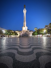 La praça (Bonsailara1) Tags: bonsailara1 lisboa lisbon praça plaza columna column perspective perspectiva estatua statue mosaic mosaico nightshot nocturno