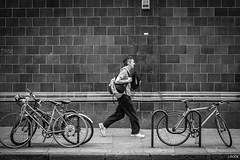 L'homme sans vélo (Julien Rode) Tags: city londres nikon nikond610 personnage portfolio rue street streetphotography urbain urban ville vélo